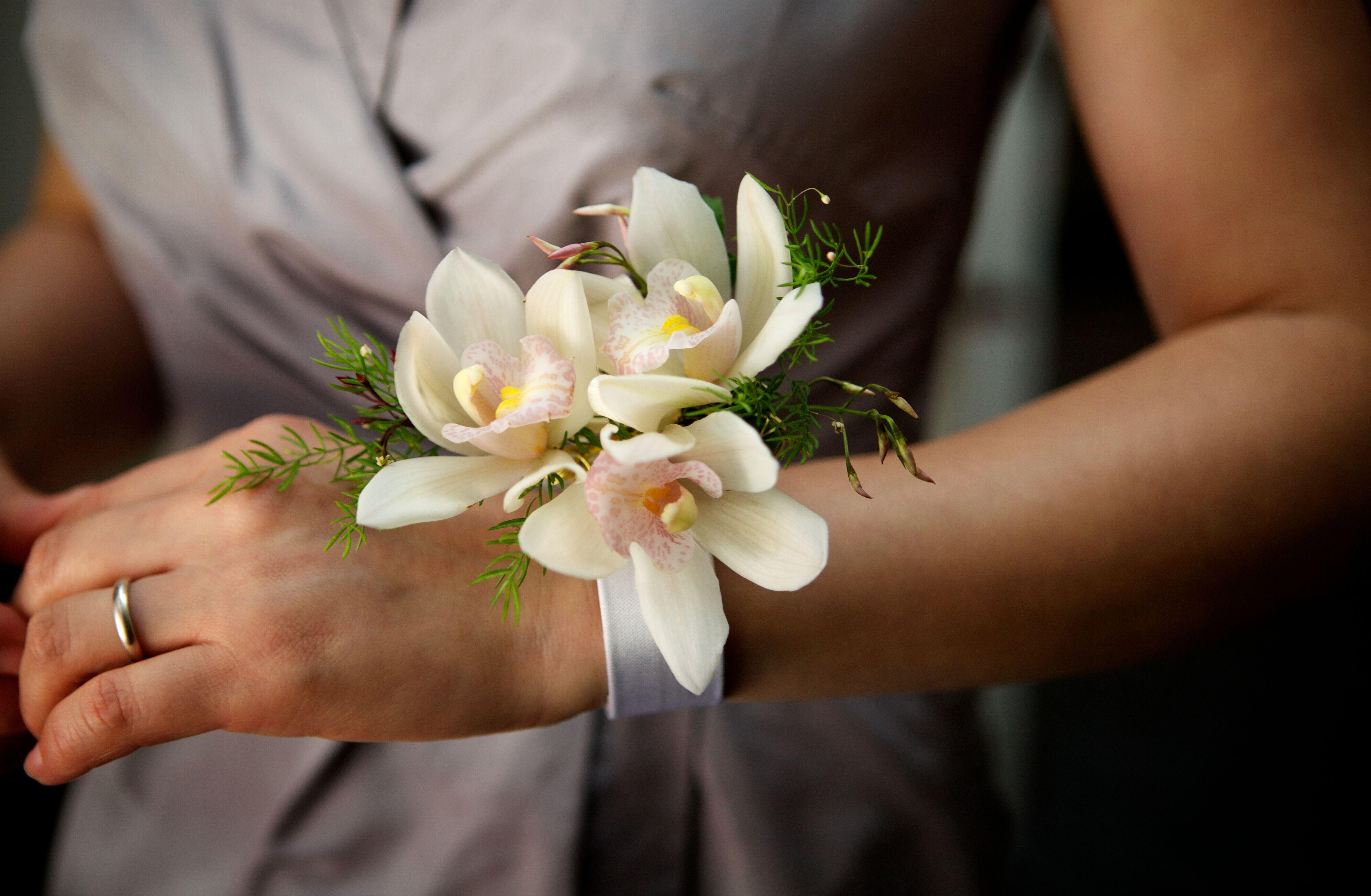 Cymbidium Orchid Wrist Corsages: Tianyi-thor-Cymbidium-Orchid