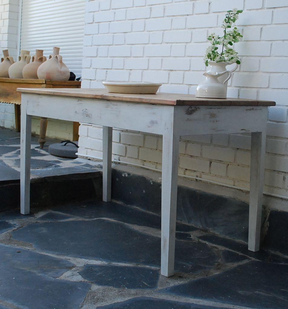 Mesa tocinera hecha con madera recuperada. Se puede hacer en múltiples acabados y en diferentes medidas