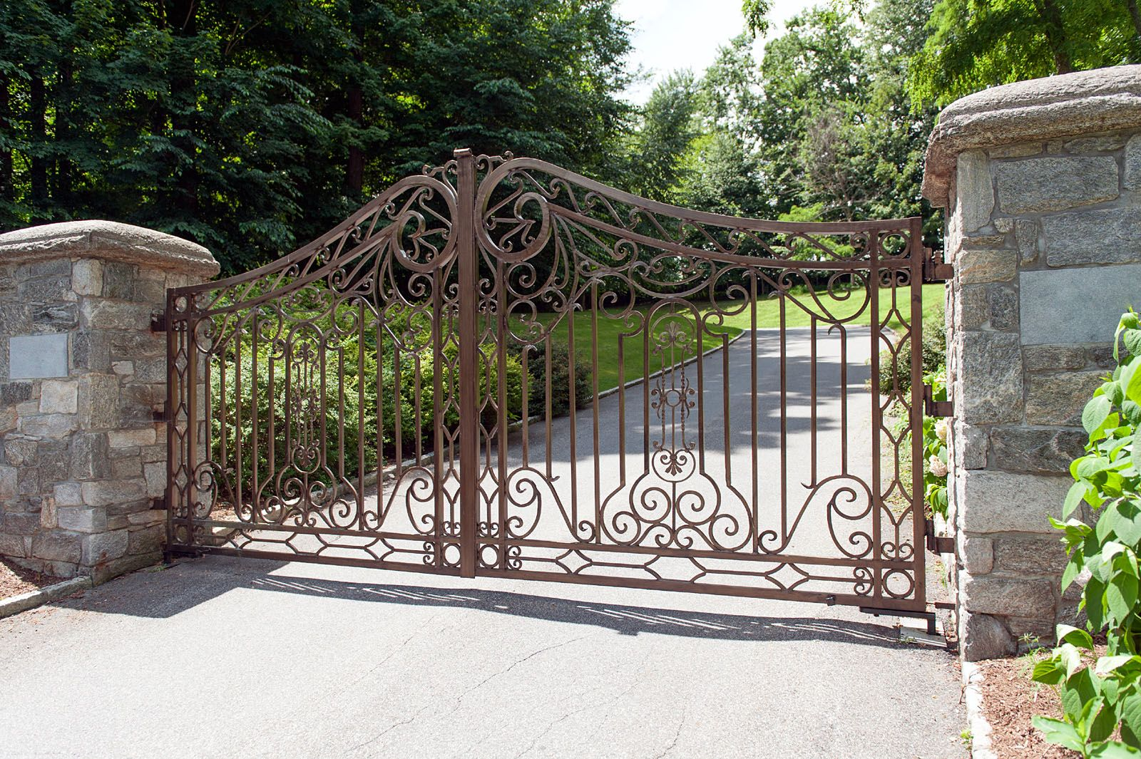 This Elegant Wrought Iron Design Gets A Really Unique Touch With Bronzed Powder Coating Instead Of The Tr Wrought Iron Driveway Gates Driveway Gate Gate Design