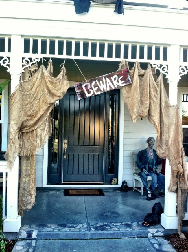 three birds nest 20 fabulously spooky halloween front porches via a blissful nest