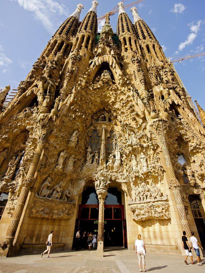 La Sagrada Familia Barcelona Travel Information Palacio