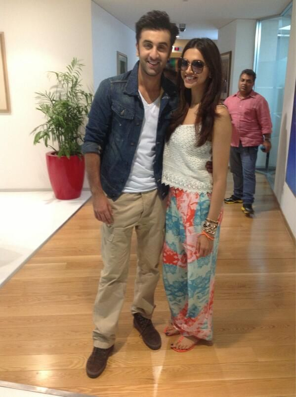Deepika And Ranbir Promote Yeh Jawaani Hai Deewani Bollywood Celebrities Deepika Padukone Style Girl Trends