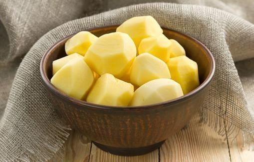 Kaupan perunalaatikonkin voi virittää paremmaksi maustamalla se pienellä määrällä voisulaa, valkopippuria ja ruskeaa sokeria. Silti itse tehty laat...