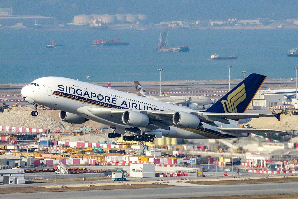9v Skw Airbus A380 800 Of Singapore Airlines Takeoff At Hong Kong International Airport Singapore Airlines Airbus A380 Airbus