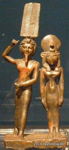 Onuris (Shu) et la déesse Mehit (Tefnut). Musée des Beaux-Arts - Budapest