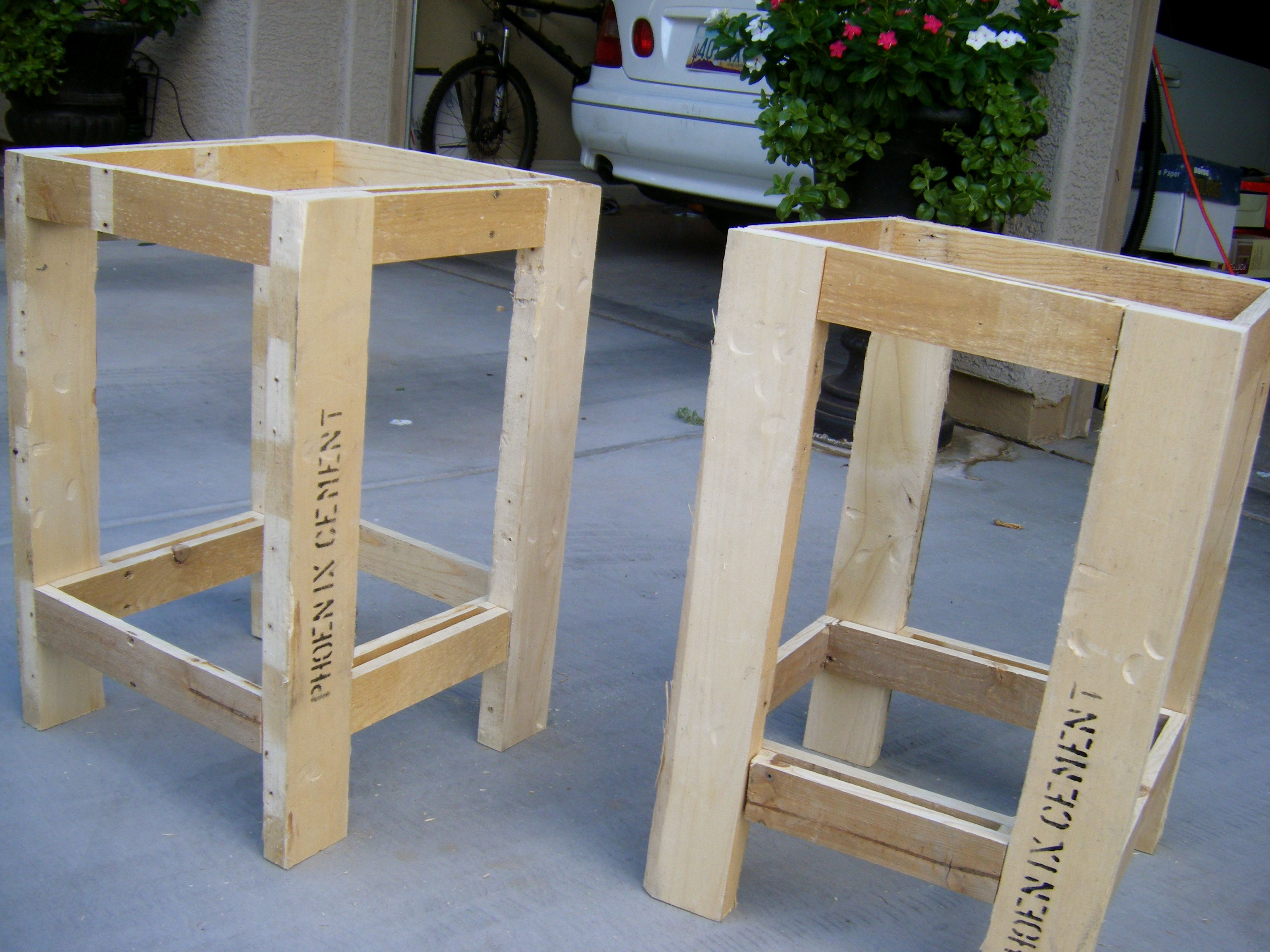 pallet table plans made these side tables for our master bedroom rh pinterest com pallet dining table plans pallet table plans wedding