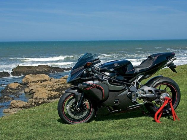 It packs the most aggressive stance in the Ducati range. It attacks curves, bumps and canyons. It is slim and lightweight; it's an extreme performance motorcycle that's just looking for action.