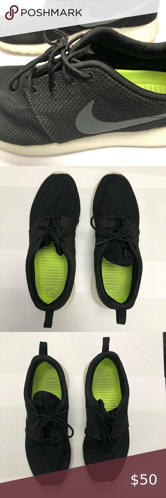Men's 9 Black mesh upper Nike trainers