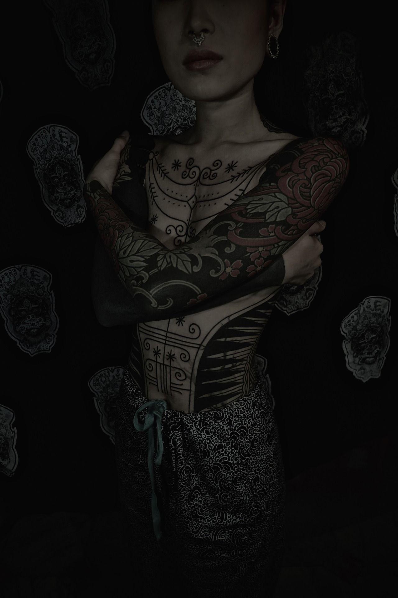 GUY LE TATTOOER Dark tattoo, Tattoed girls, Girl tattoos