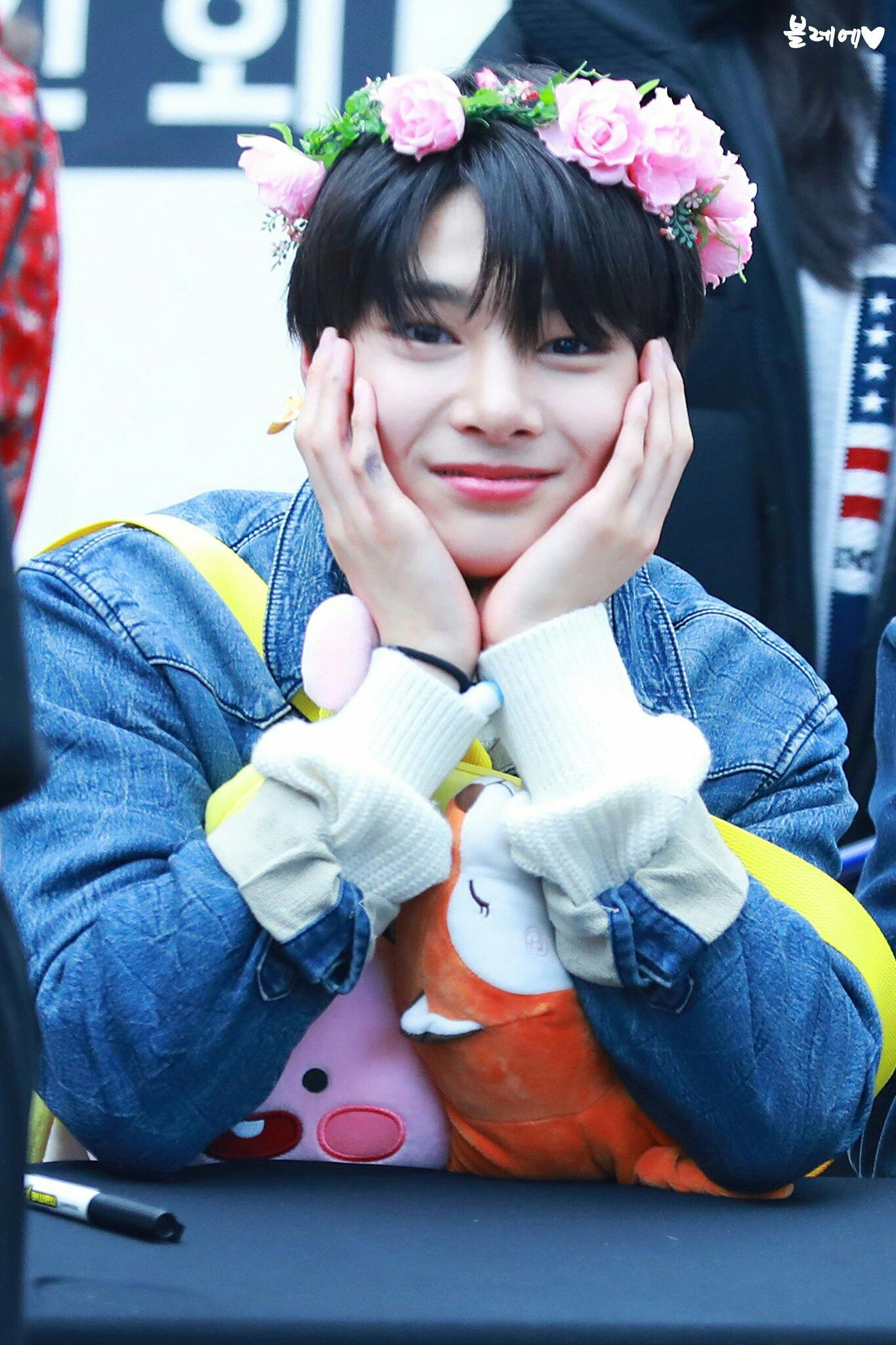 Jeongin 18 01 28 Fansign Stray Kids Pinterest Kpop Aigoo 2gb Children And Boy Groups