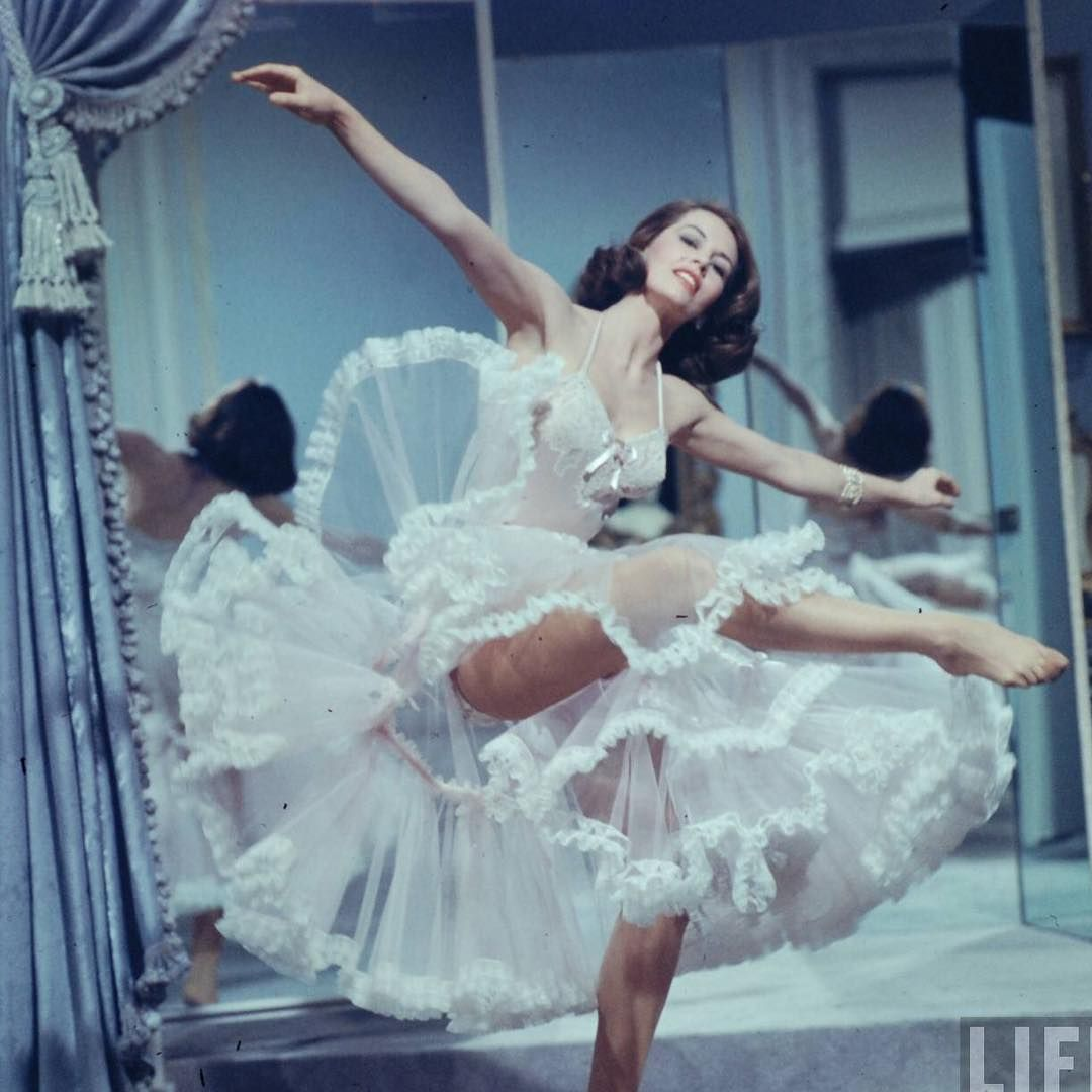 """22.9 mil curtidas, 70 comentários - Dita Von Teese (@ditavonteese) no Instagram: """"Happy birthday on #internationalwomensday to #cydcharisse my greatest icon of dance, the woman who…"""""""