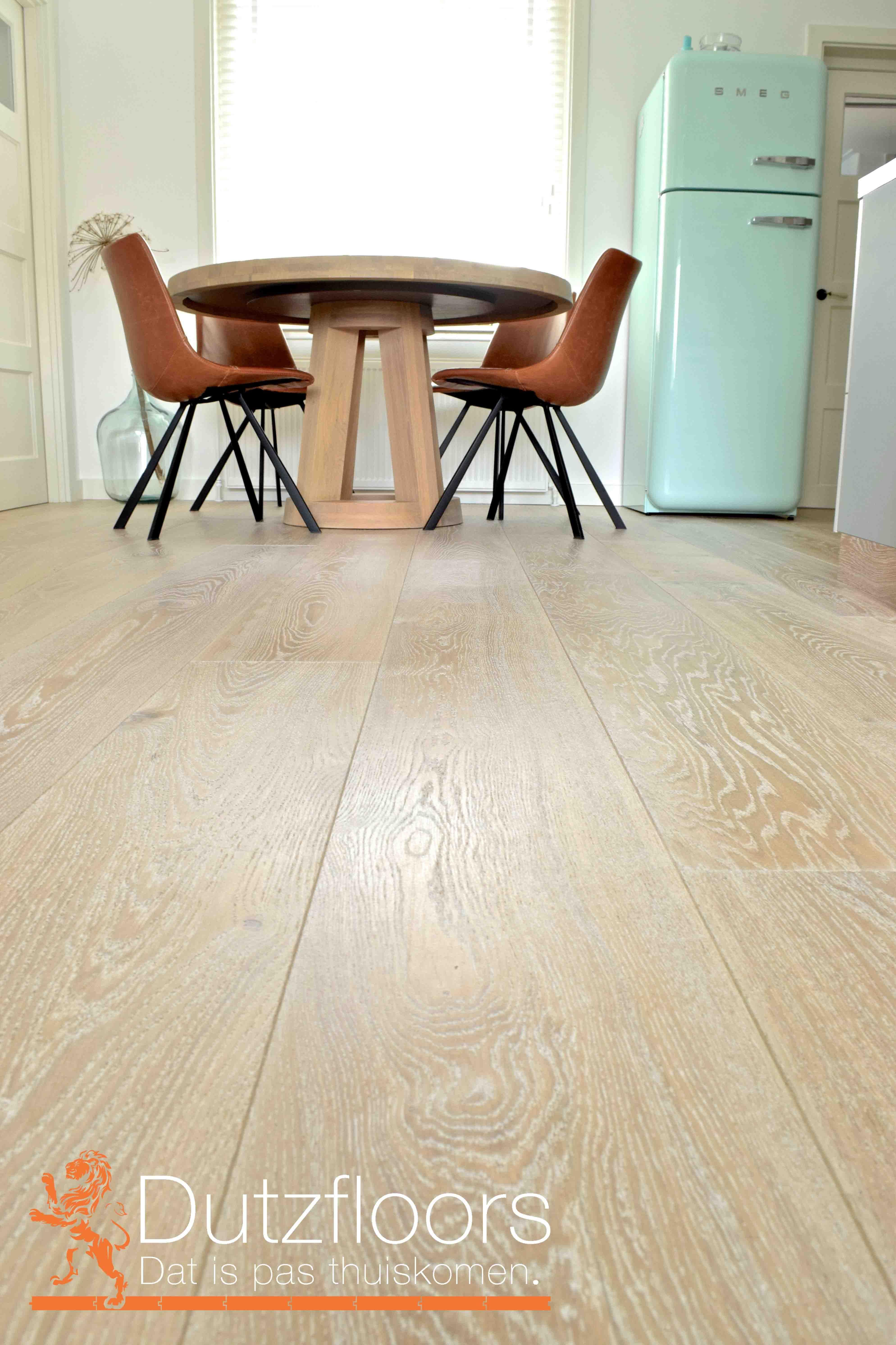Krijt witte eikenhouten vloer. Geschikt in combinatie met vloerverwarming.