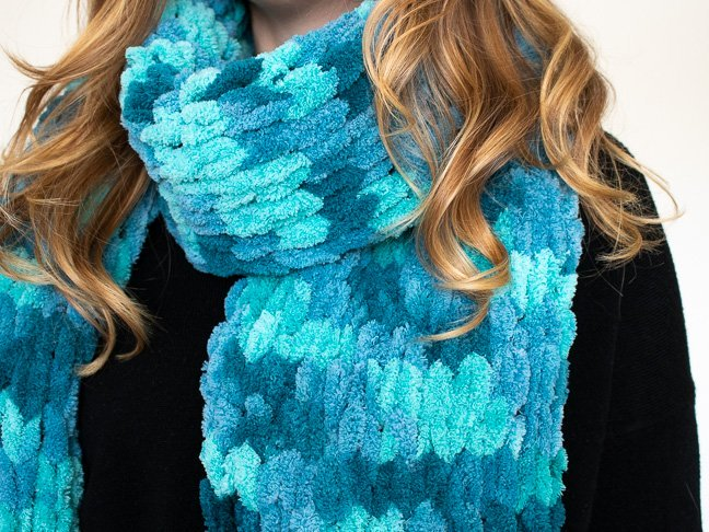 Photo of How to Finger Knit a Scarf in Less Than One Hour
