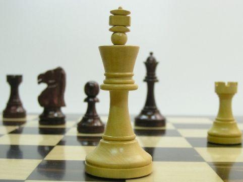 Monarch Staunton Rosewood 4 inch King Chess Set