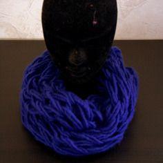 Snood tricoter main couleur bleu roi