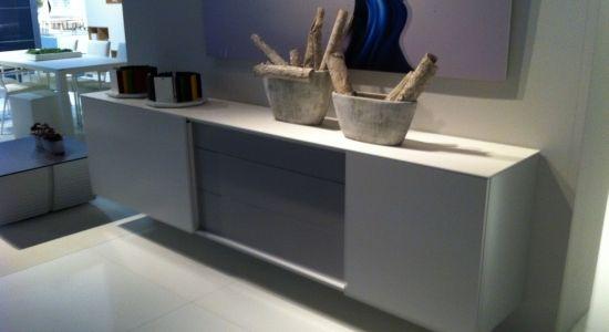 bahut suspendu - laque & bois http://meubles-design.lu/meubles ... - Meuble Bahut Design