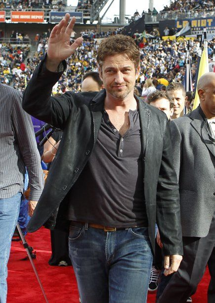 Actor Gerard Butler Waves As He Attends The Mls Cup Championship Soccer Game Between The Los Angeles Galaxy And Housto Gerard Butler Actor Gerard Butler Actors