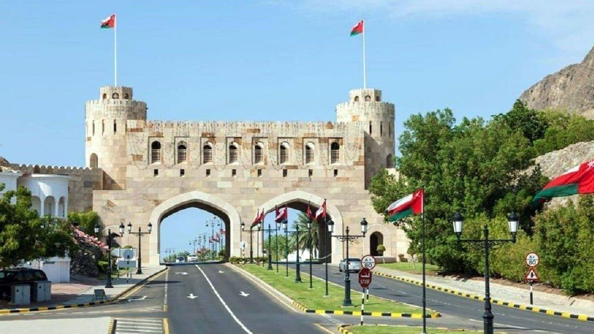 بعد حادثة قتيل دبا سلطنة عمان تصدر توجيها عاجلا بشأن دخول مواطني السلطنة للإمارات Oman Countries Around The World International Travel