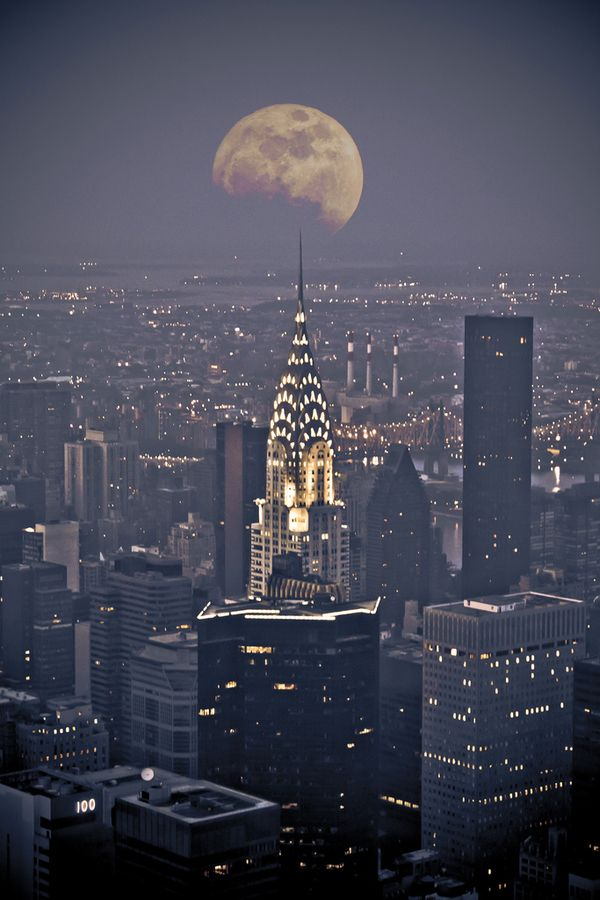 Chrysler building with moon view at night, NYC | murs ...