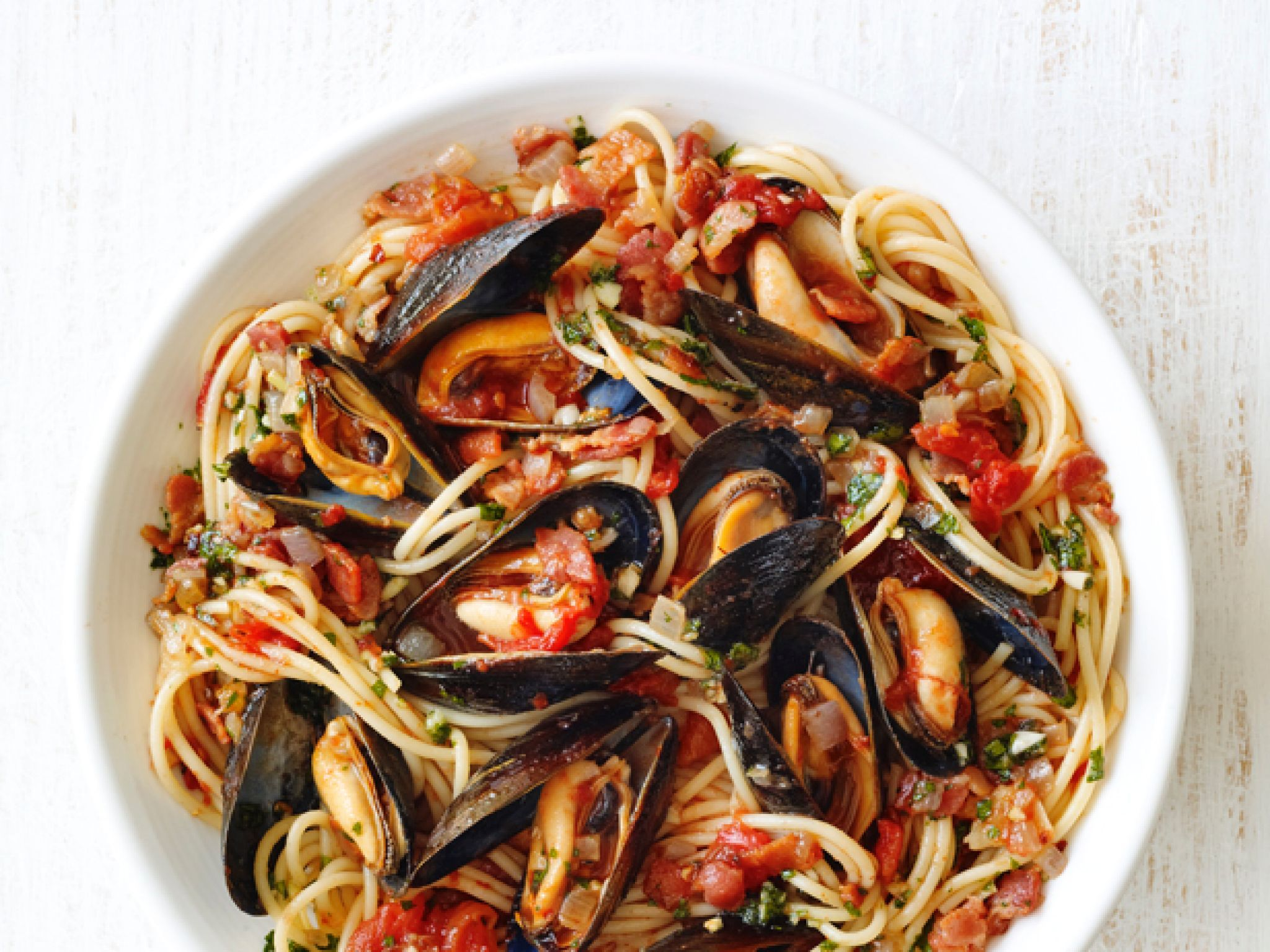 Spaghetti With Mussels And Bacon Recipe Pasta Recipes