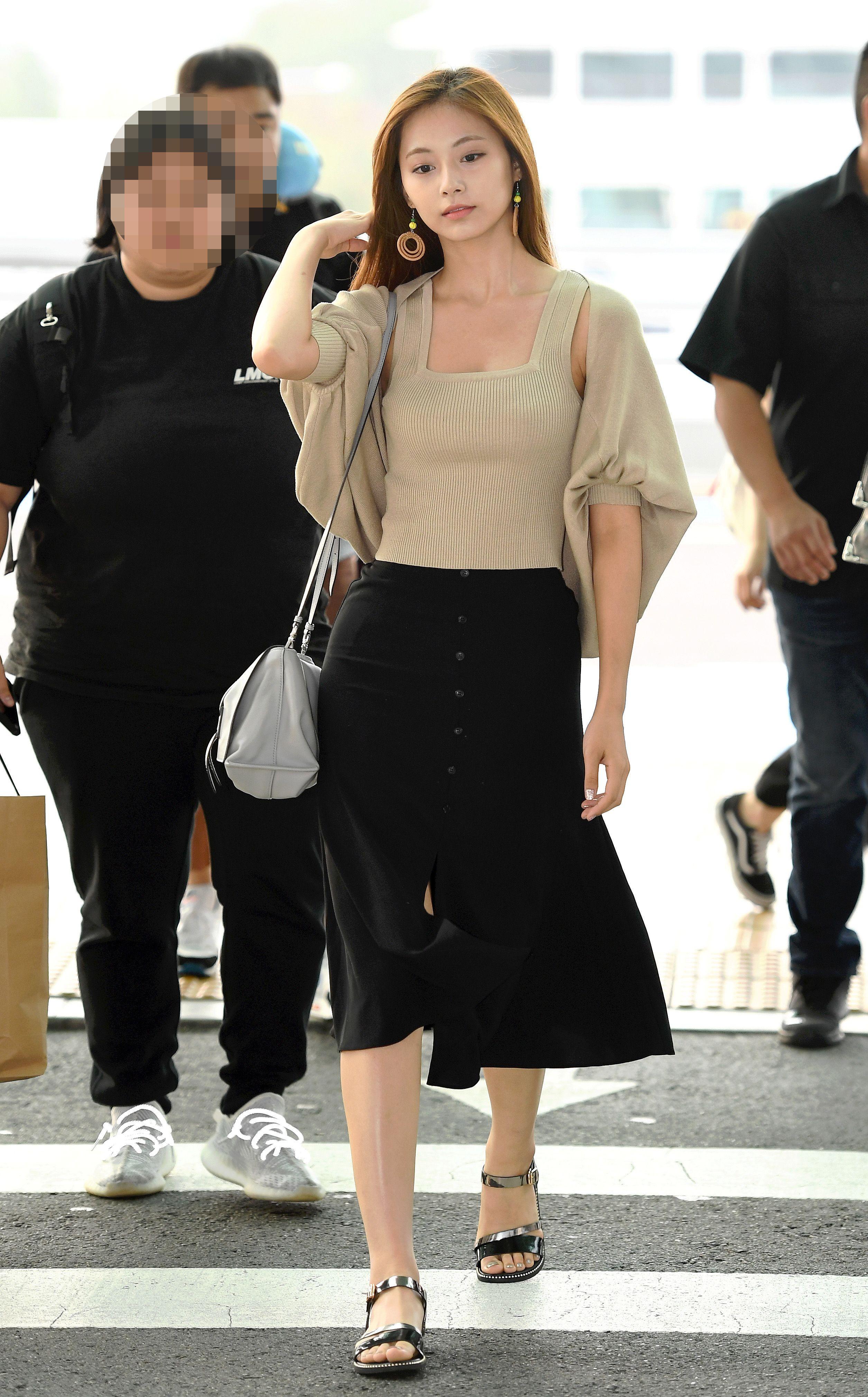 Twice Tzuyu Jihyo Dahyun And Nayeon Feet R Kpopfeets Kpopfeets Kpop Korean Airport Fashion Airport Fashion Kpop Kpop Fashion