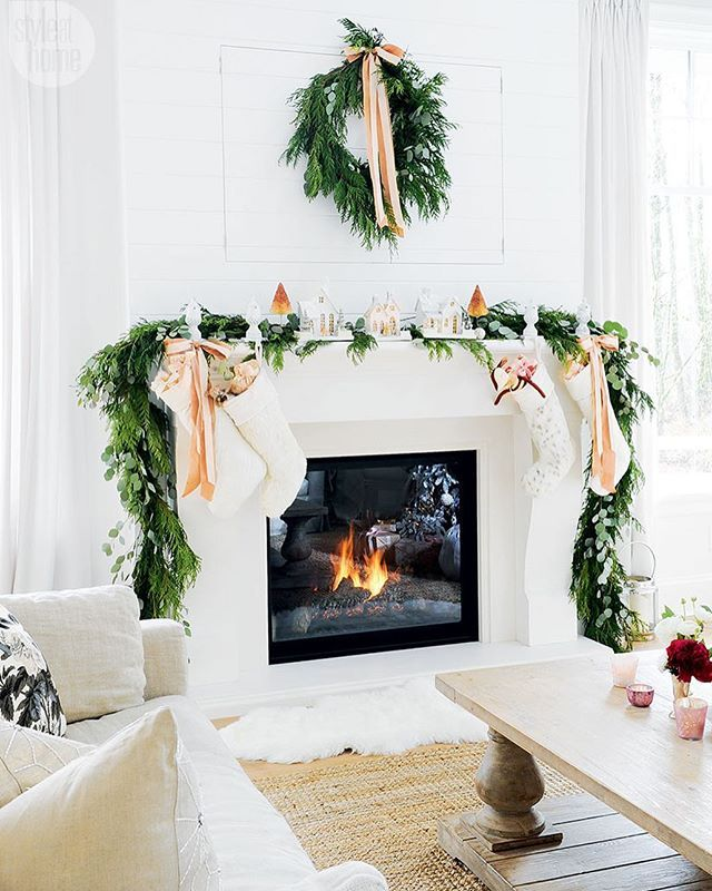 I think we can all agree that @monikahibbs can do no wrong! Especially when it comes to decorating for the Holidays.  Check out all the inspiration and links we are loving on our blog post today. (Link in profile) photo from @monikahibbs for @styleathome