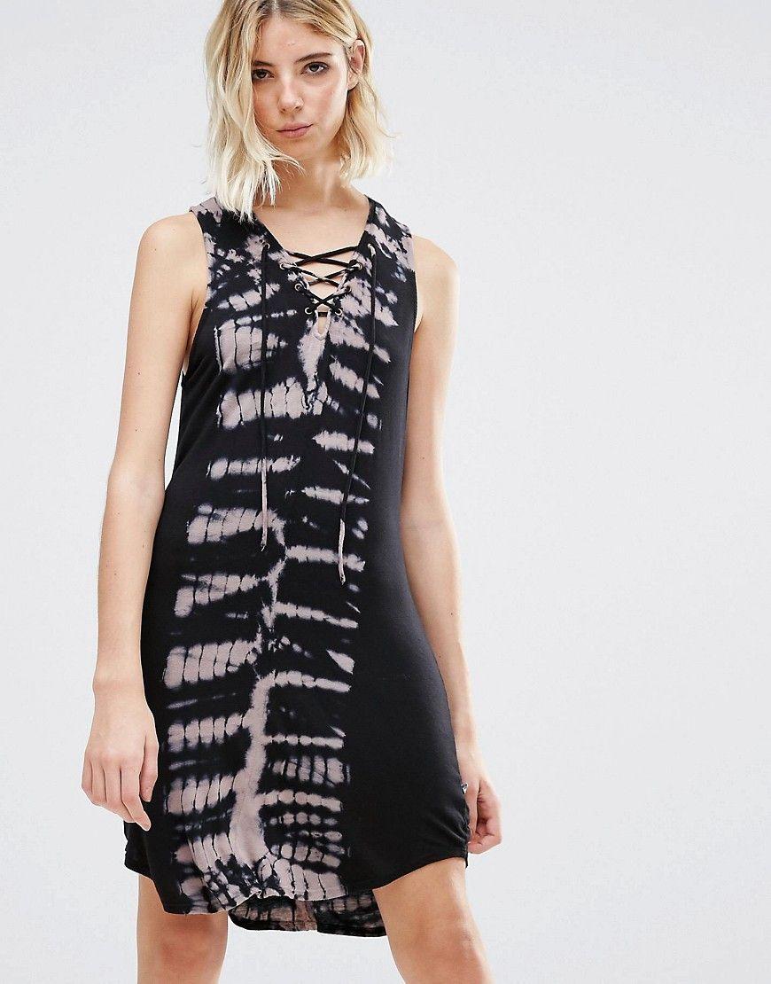 Calendar November pictures, Mid summer length dresses