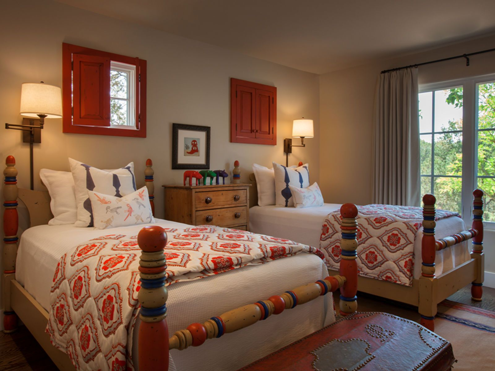 Step inside a stunning adobe home in santa fe for Santa fe decorations home