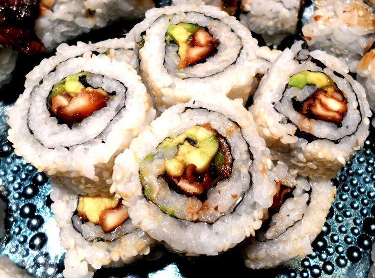 Vegan Shiitake Mushroom Sushi Roll This Turned Out So Good Vegan Sushi Food Vegan Main Dishes