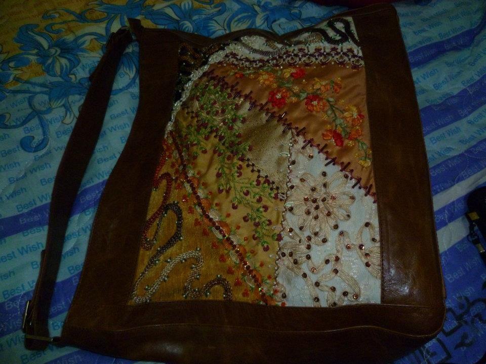 bolso en cuero bordado en crazy quilt