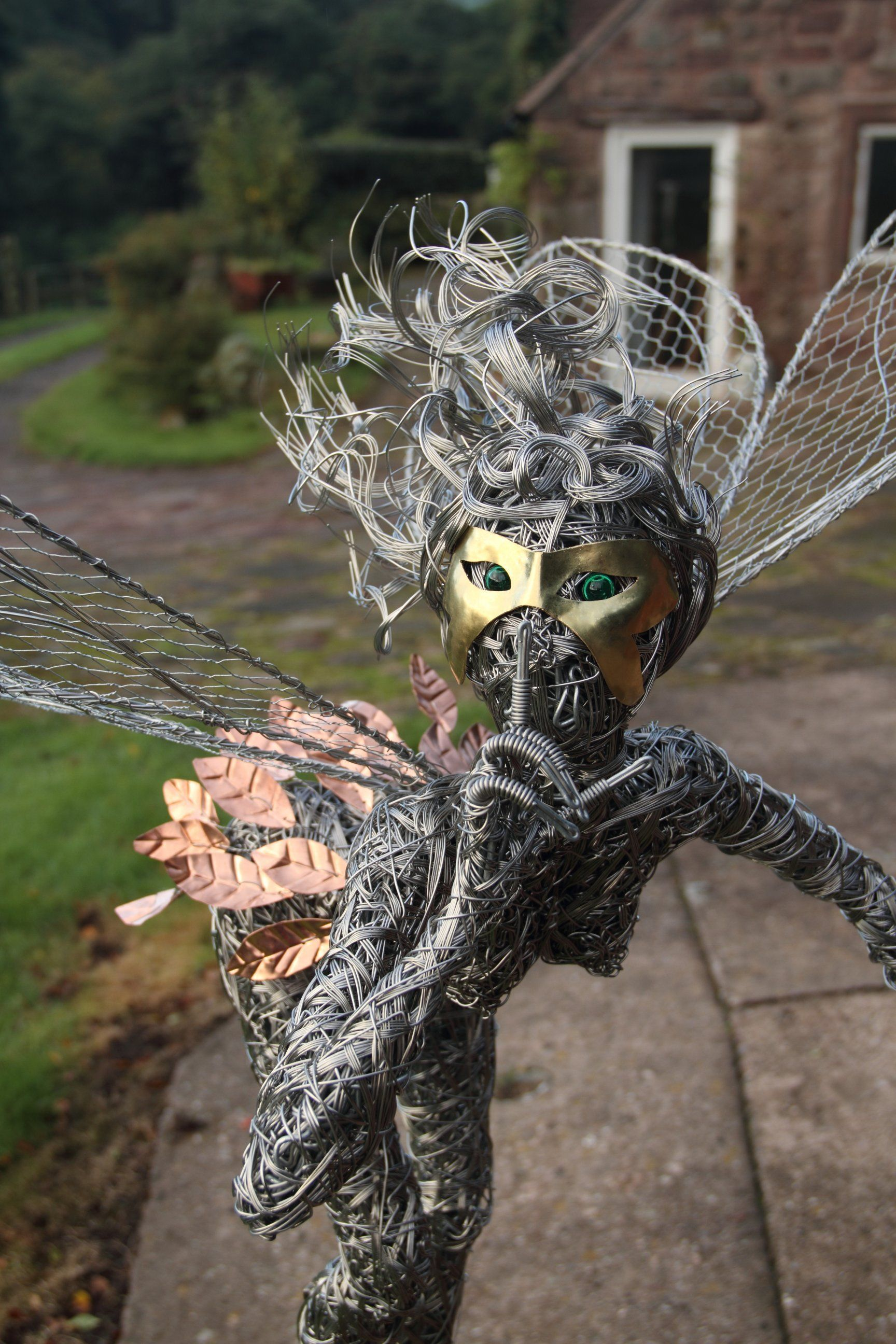The mask, amazing wire sculpture artist Robin Wight. check his ...