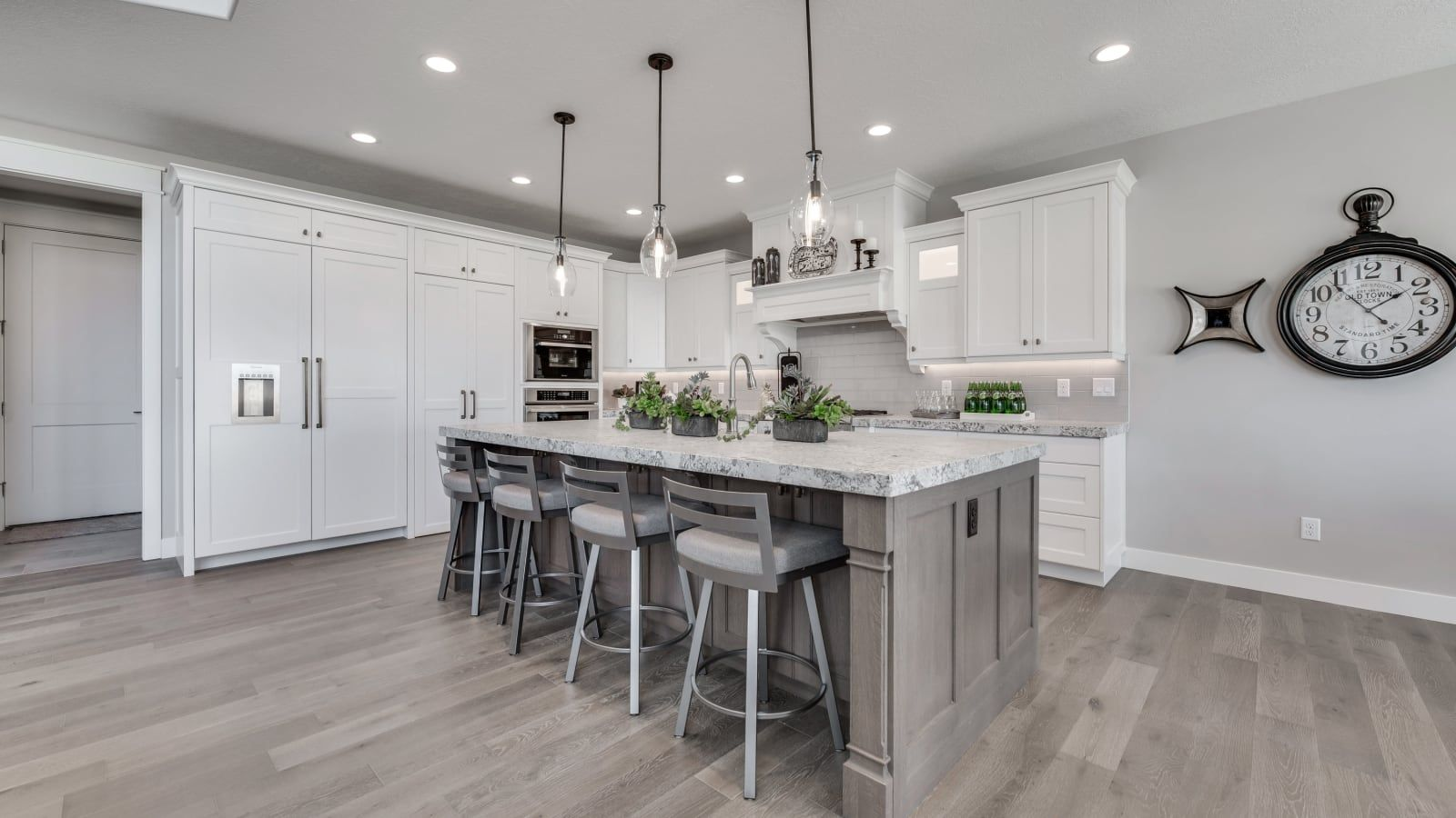 Best White Shaker Cabinets Gray Wall With White Accents Grey 400 x 300