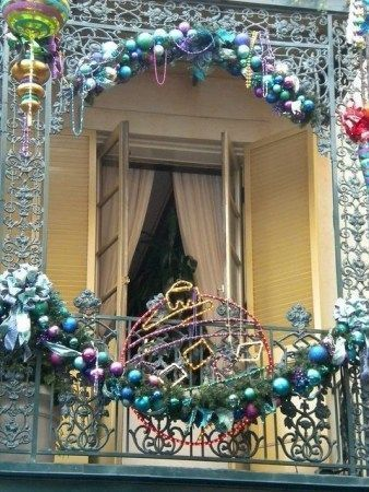 30 Small Apartment Balcony for Christmas Decor - homeridian.com #smallapartmentc...
