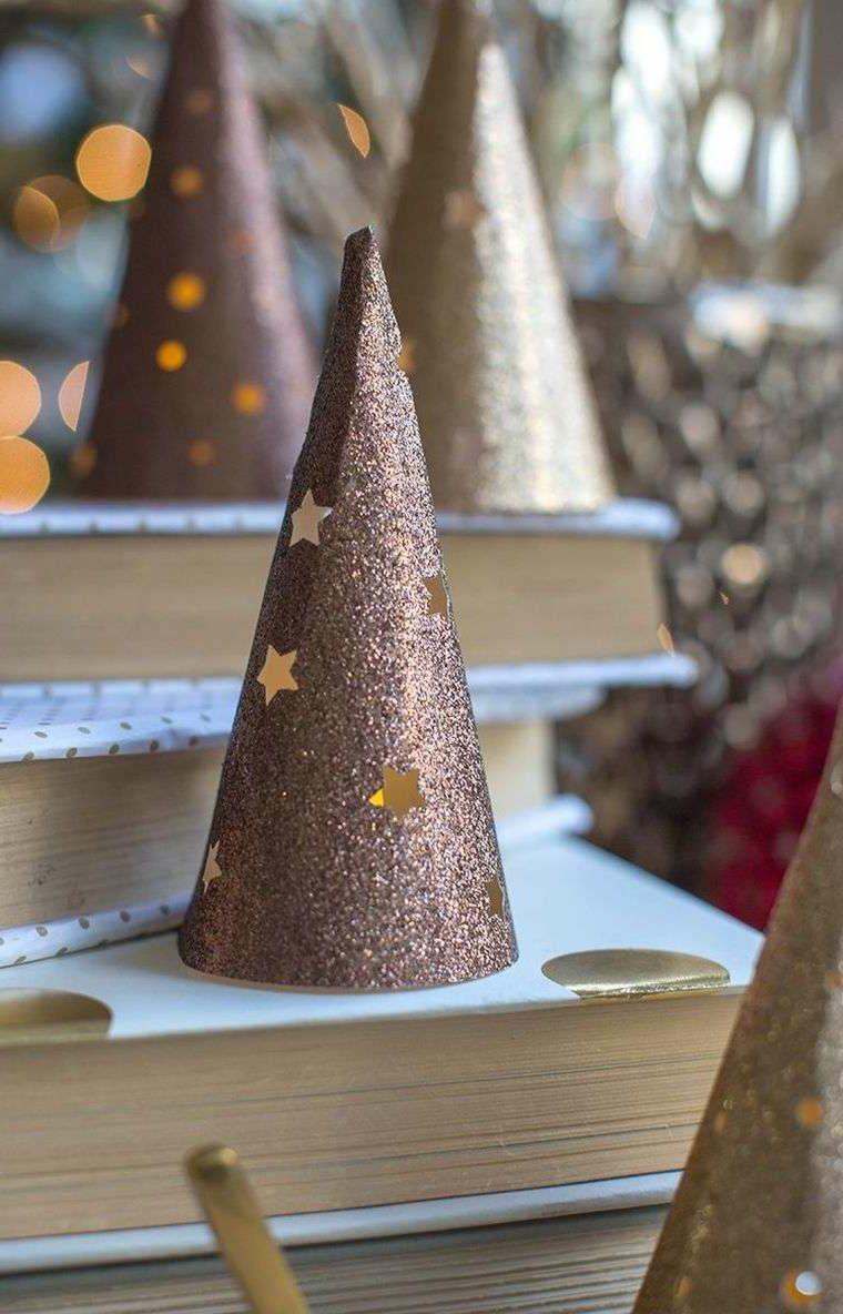 Lavoretti Di Natale Per Bambini Con Cartoncino.Idee Natalizie Da Creare Con Cartoncini Glitter Lanterna A Forma Di Cono Con Stelle Gialle Natale Decorazioni Di Natale Fai Da Te