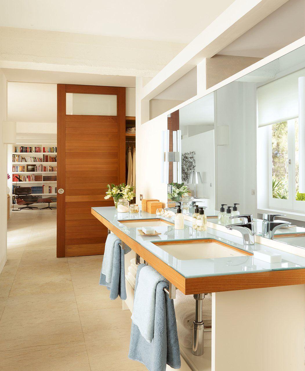 Puertas correderas espacio sin barreras ba os bathrooms glass door doors y home decor - Puerta corredera bano ...