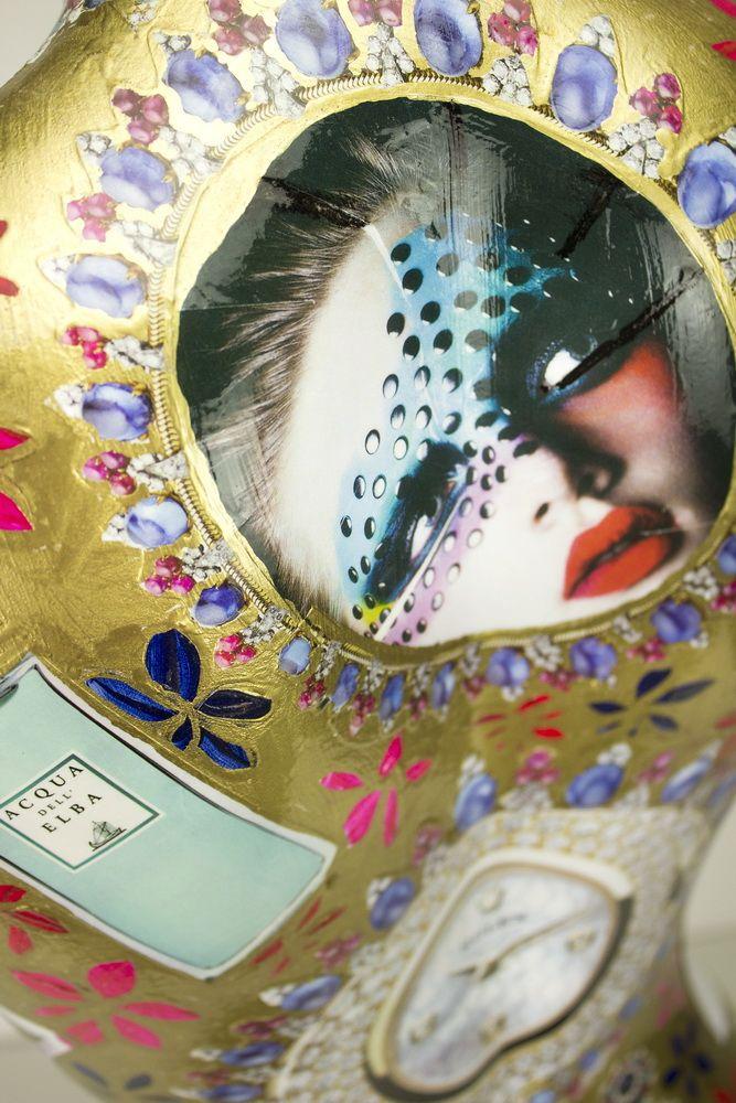 Busti fatti a mano, l'artista utilizza diversi articoli di riviste di moda per la creazione di stili diversi.  Handmade busts, the artist uses different articles of fashion magazines for creating different styles.