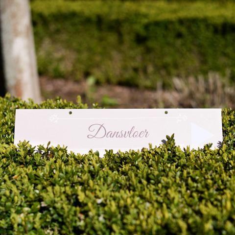 Wegwijzers | Romantisch Roze #pensioenfeest #jubileum #retirement #garden #party #roadsigns #romance #pink #Beaublue