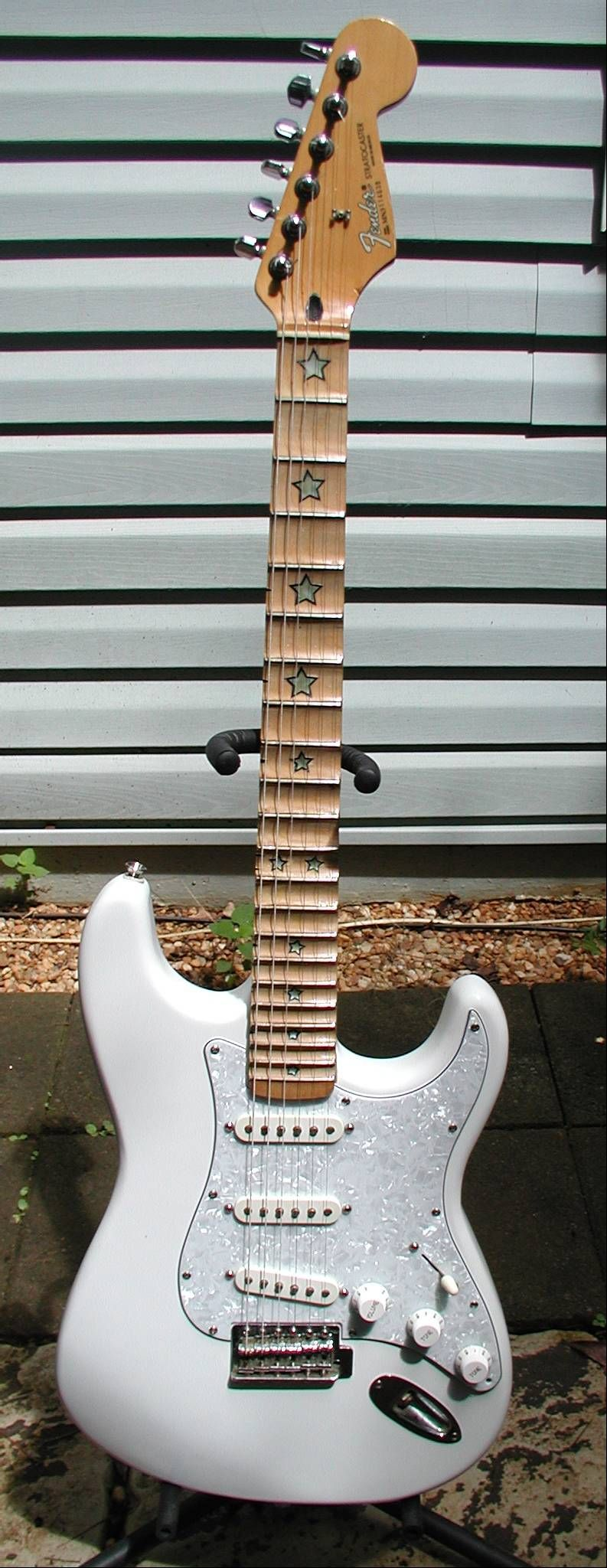 FENDER MIM STRATOCASTER  WHITE WITH PEARLOID PICKGUARD, I
