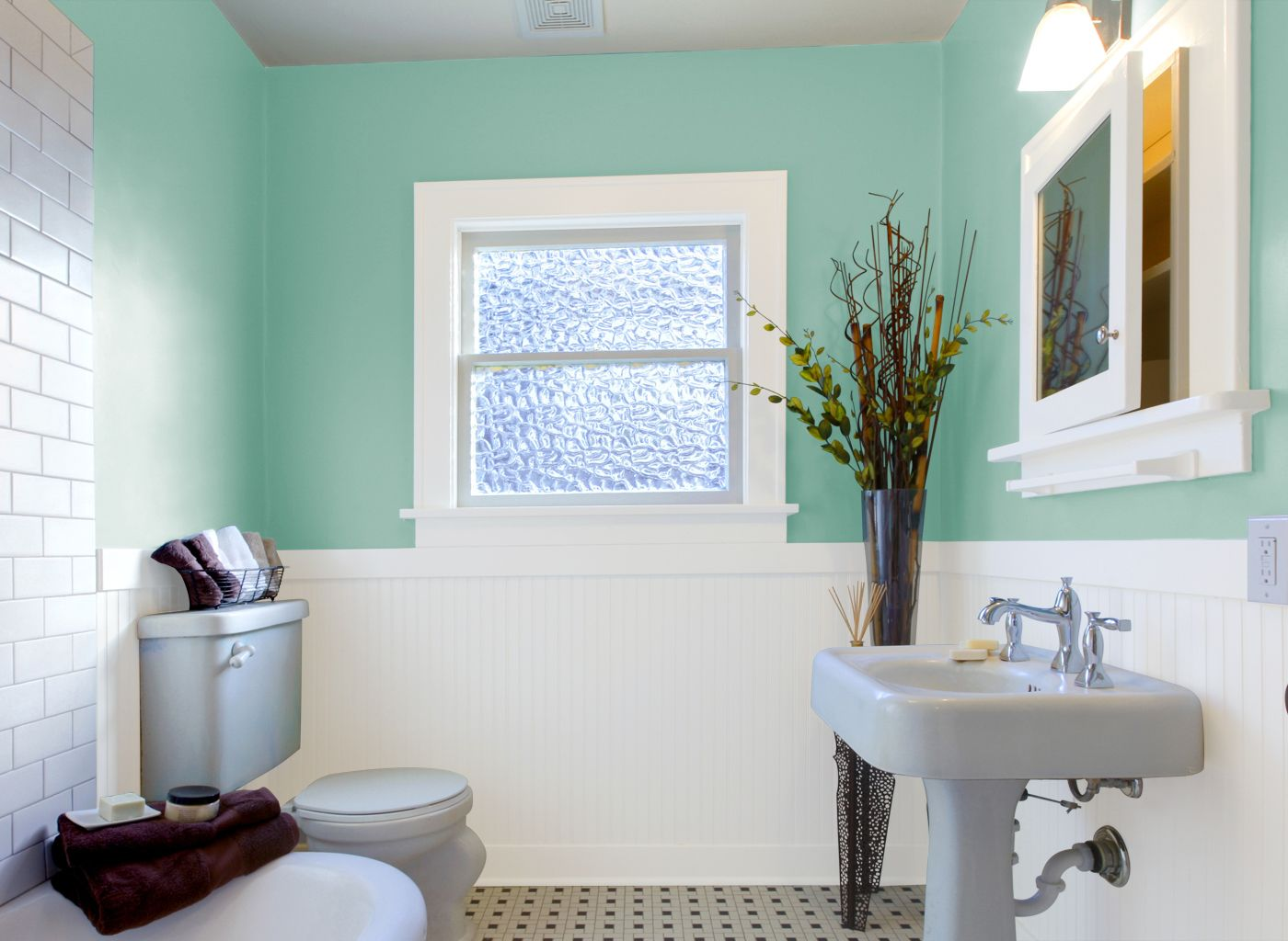 Bathroom painting ideas green - Paint Your Bathroom In A Wonderful Color Palette Of Paint Colors From Glidden Com Your Choice For Bathroom Paint Colors