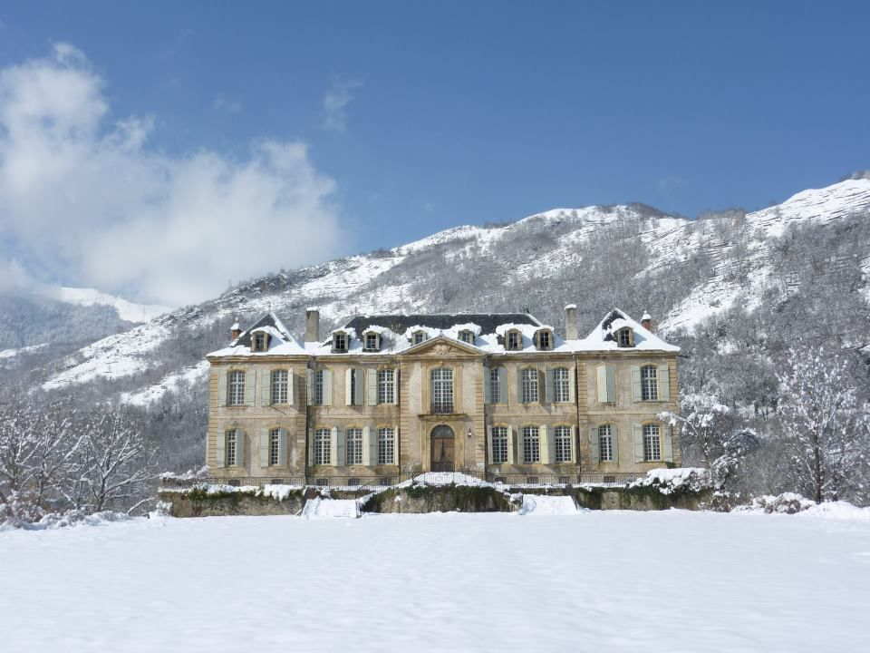 Couple Buy An Abandoned French Chateau Start A Blog To Share Their Journey Chateau De Gudanes French Chateau Chateau