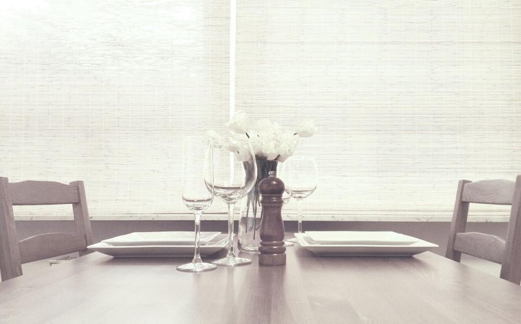 Gemütlich zu Tisch mit schönen Blumen #flowerpower #frühlingsidee - esszimmer modern gemutlich