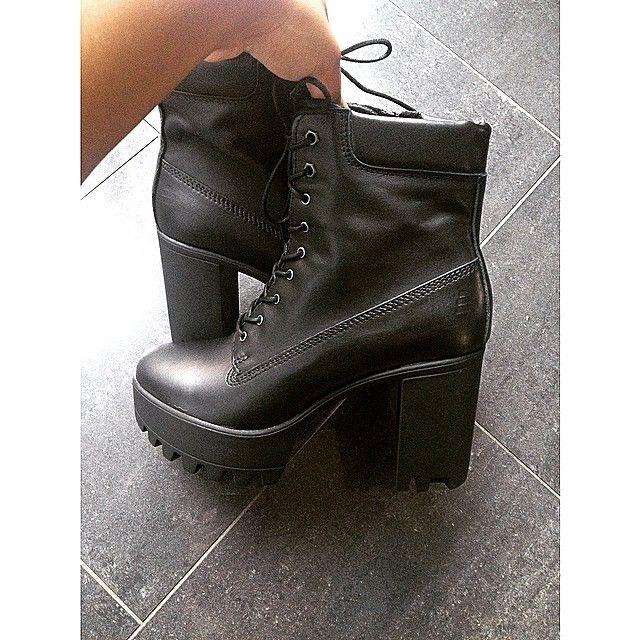 Street Style / Bullboxer Shoes From @xoliviadavinax