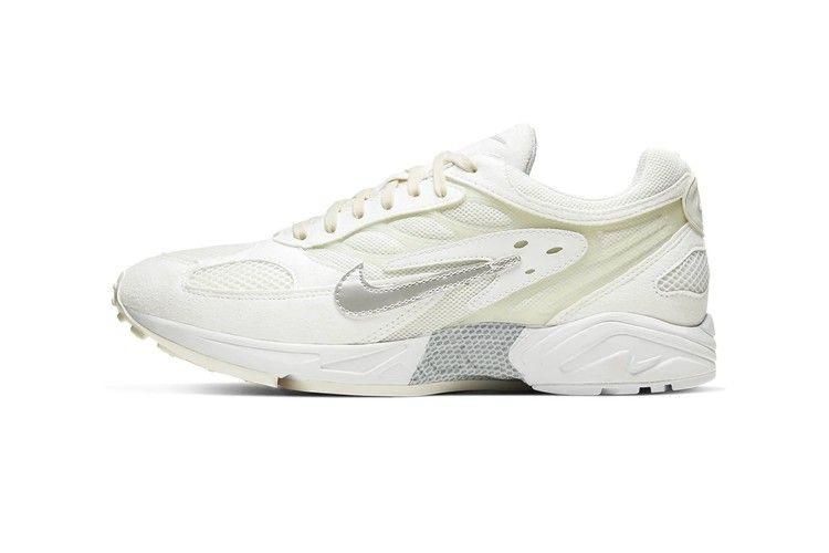 Escabullirse Cardenal suelo  Nike's Air Ghost Racer Lands in Clean