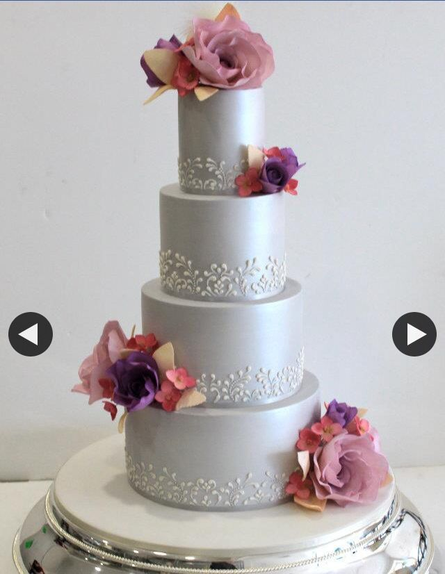 """Something about this cake that just has the """"wow"""" factor ❤️"""