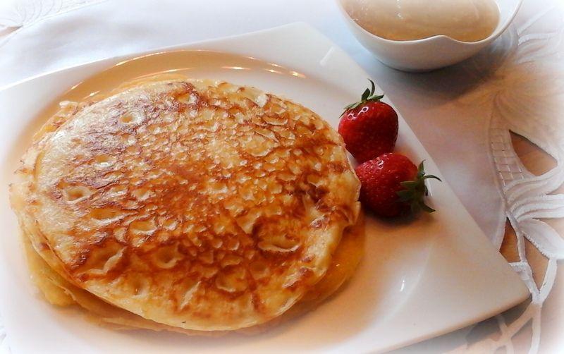 Oma's Eierkuchen    Wir wäre mal wieder mit richtig leckeren Pfannkuchen, in Sachsen nennt man sie Eierkuchen.   Mit Apfelmus, mit M...
