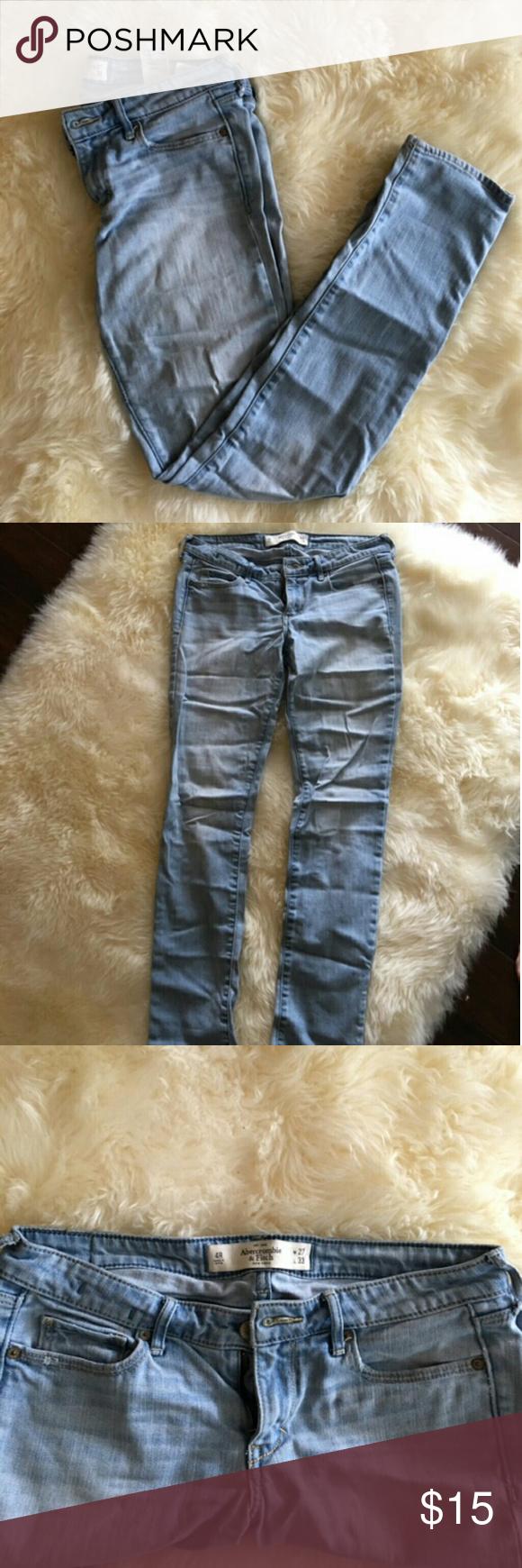 Abercrombie Light Denim Skinny Jeans Size 4R  W27   L33 Light denim skinny jeans  In awesome condition Abercrombie & Fitch Jeans