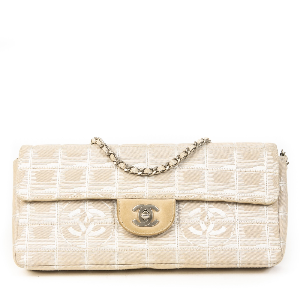Pin By Trisha Sherette On Fashion In 2020 Bags Chanel Chanel Bag
