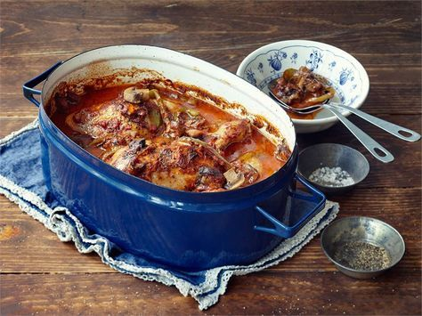 Edullista ja helppoa kotiruokaa, joka muhii padassa valmiiksi. Broilerin lisäksi valmistuu makoisa kastike esim. riisille, ohralle tai perunalle.