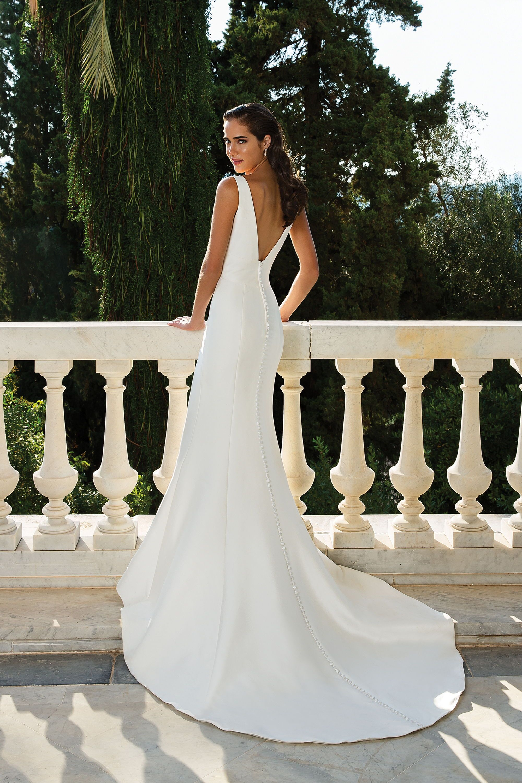 Justin Alexander 88071 Low Back Wedding Dress Simple Fitted And Clean Wedding Dress Low Back Justin Alexander Wedding Dress Fit And Flare Wedding Dress [ 3000 x 2000 Pixel ]