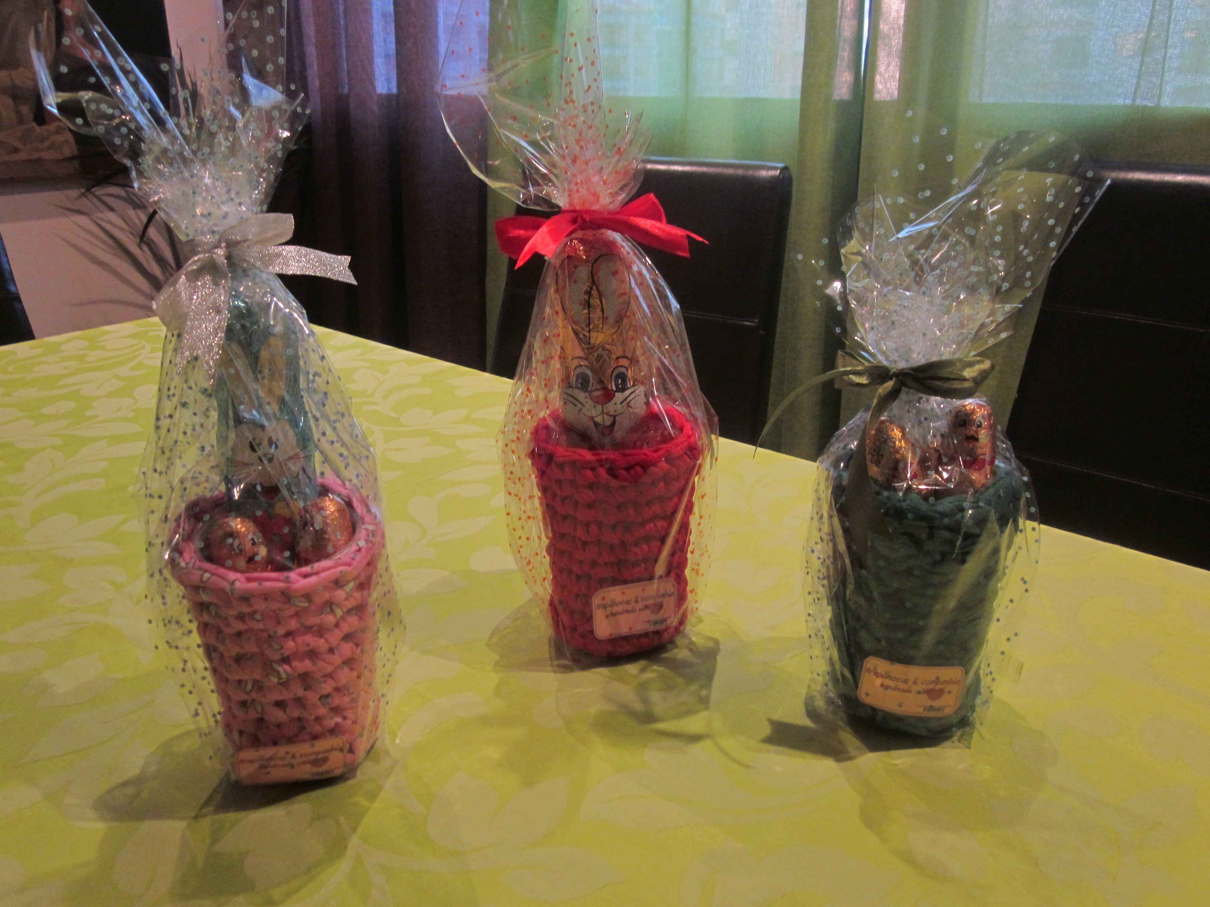 copo porta canetas com coelhinho de chocolate, ideia de oferta para a páscoa
